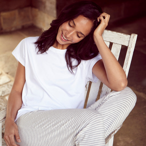 products/Luxe_Hardy_Luxe_Hardy_Classic_Oversized_tee_White_tee_Womens_Tee_Plain_t-shirt2.jpg