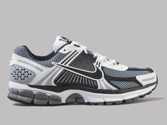 Nike Zoom Vomero 5 SE SP (Dark Grey / Black / White / Sail)