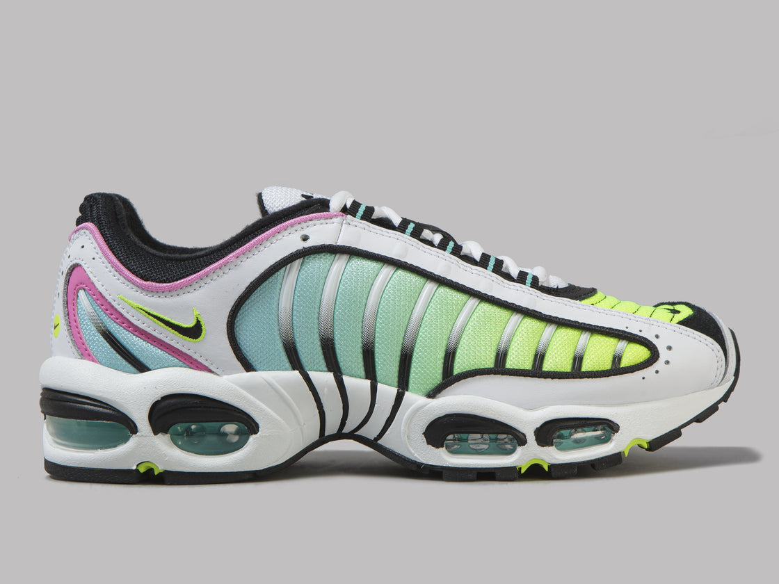 chaussures de sport acda9 c668e Nike Air Max Tailwind IV (White / Black / China Rose / Aurora Green)