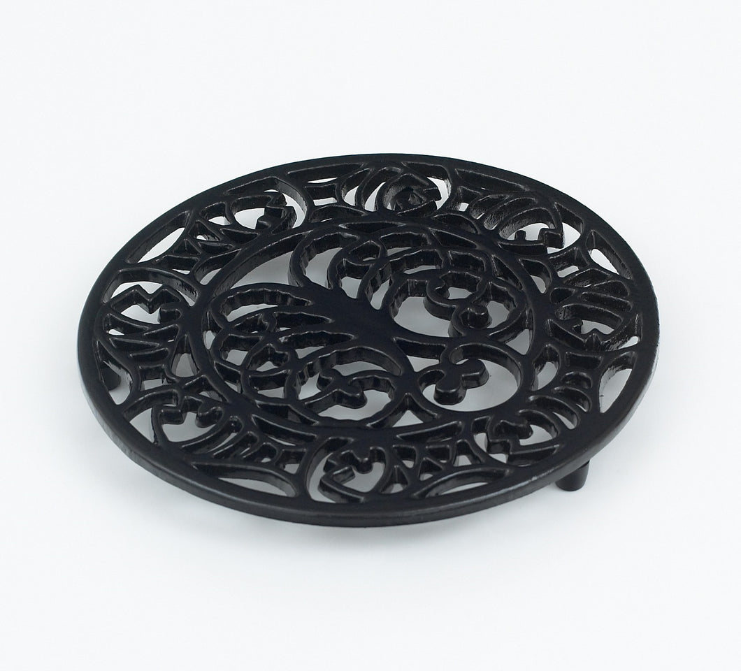 RW107 Cast Iron Octopus & Fish Trivet Black