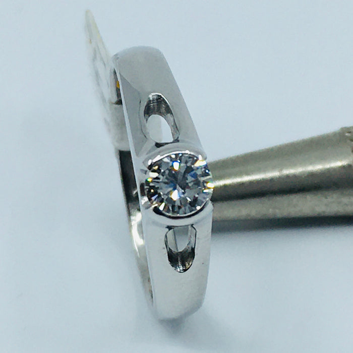 14k White gold round brilliant solitaire engagement ring