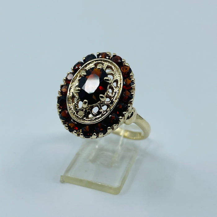 10kt Yellow Gold Garnet ring with filigree