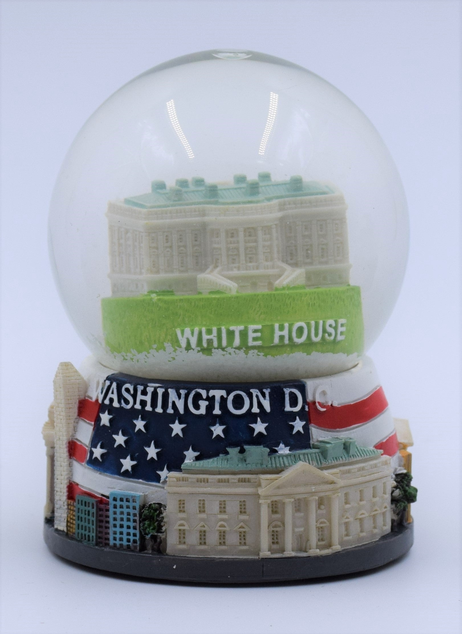 White-House-With-Flag-Base-Snow-Globe.jpg