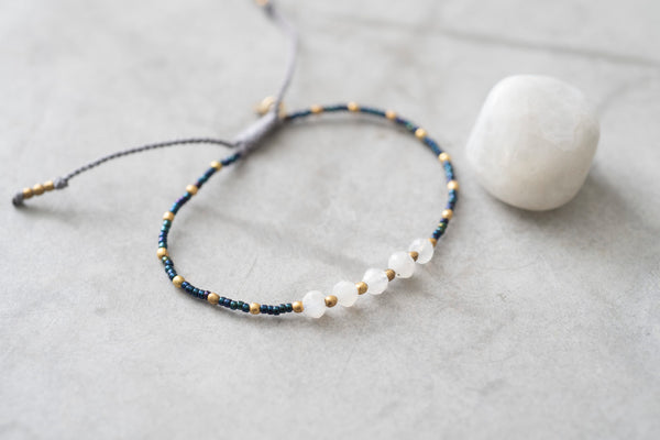 Duurzame sieraden | A Beautiful Story Family Moonstone Gold Bracelet