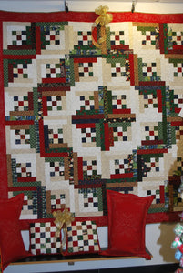 Christmas Yuletide Quilt Set