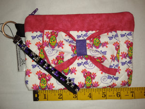 Quilted Wristlet Purse - Frogs Bow