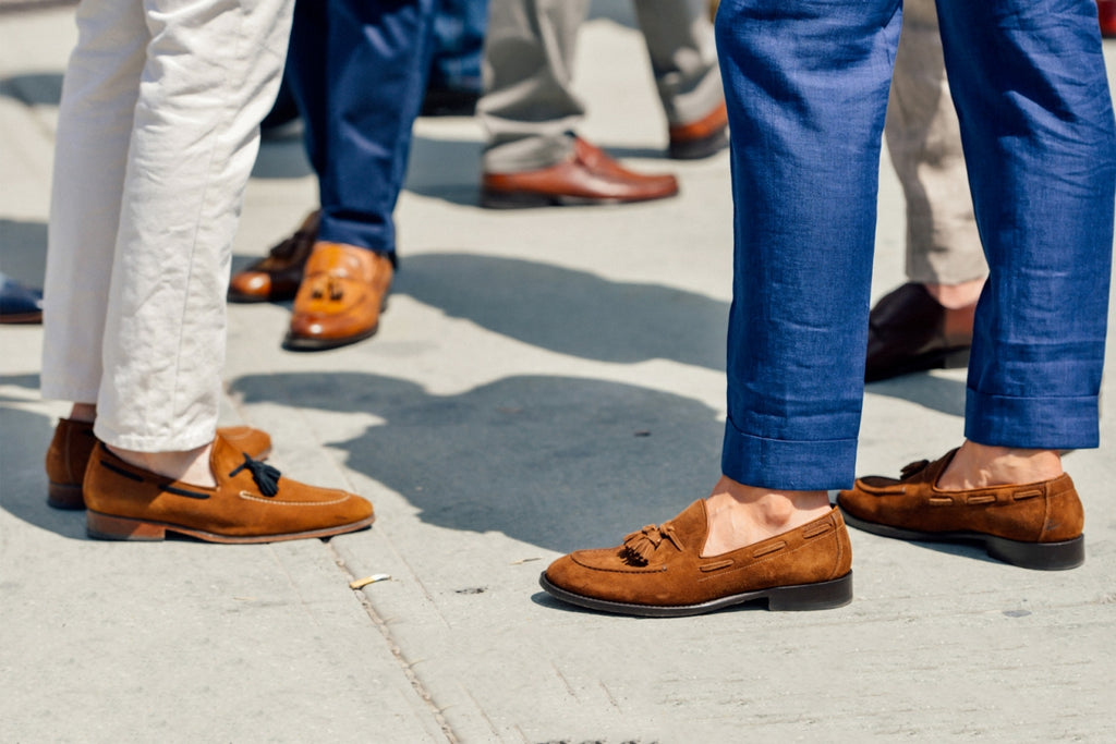 men's streetstyle wearing loafers with no socks