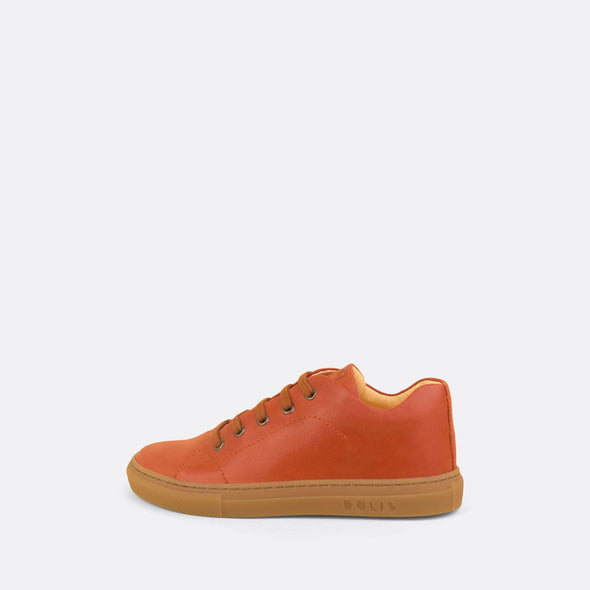 Kids' sneaker in coral leather with matching laces.