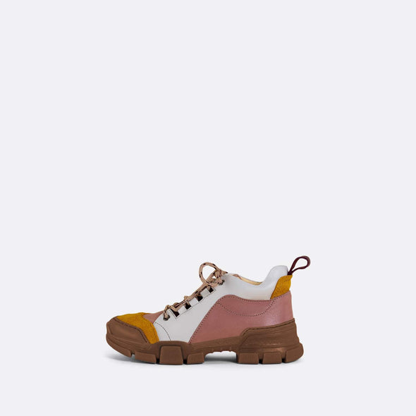Kids' pink and white leather chunky runners in leather with camel rubber track sole and mountain laces.