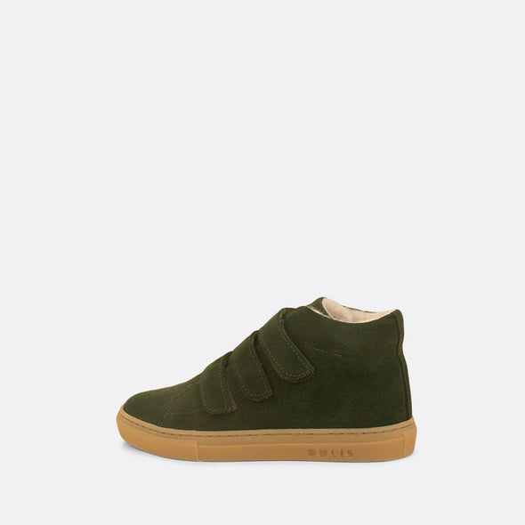 Kids' mid-top sneaker in green leather lined with faux fur.