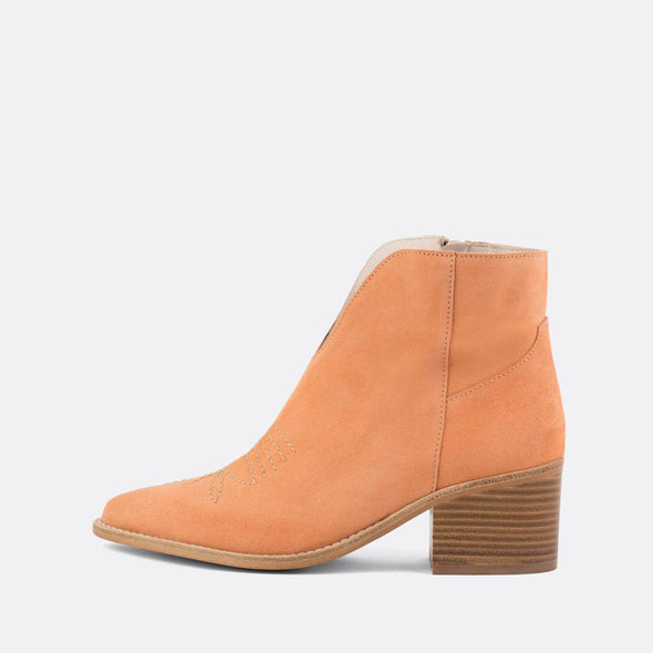 Peach crute ankle boots with wooden heel.