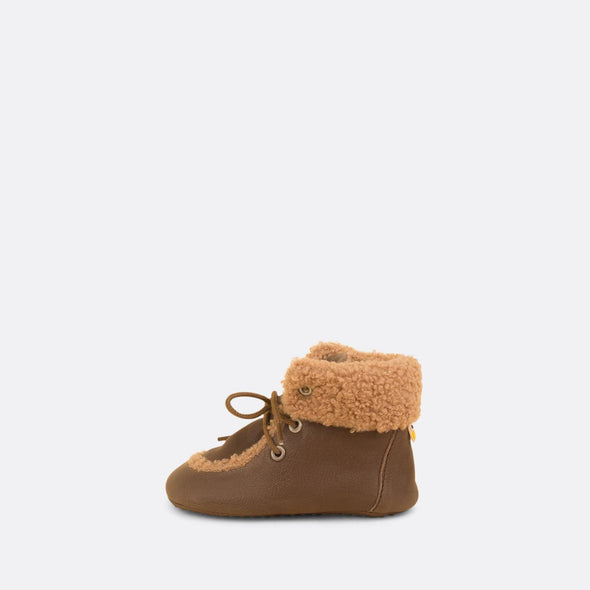 Soft baby dark grey booties with faux fur beige details.