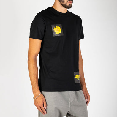 Black 100% premium cotton t-shirt with 'Löwenzahn' Dandelion flower.