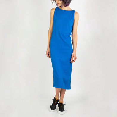 Elegant blue midi dress in a stretchy material.