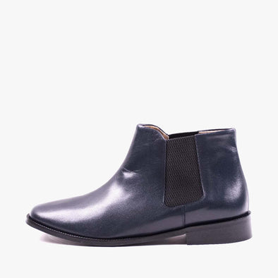 Chelsea boots in dark blue leather with a squared toe