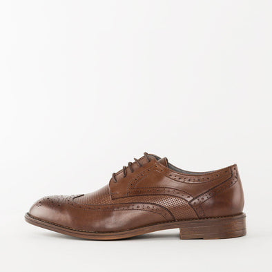 Derby shoes in brown polished leather combined with textured leather, with wingtip and medallion broguing
