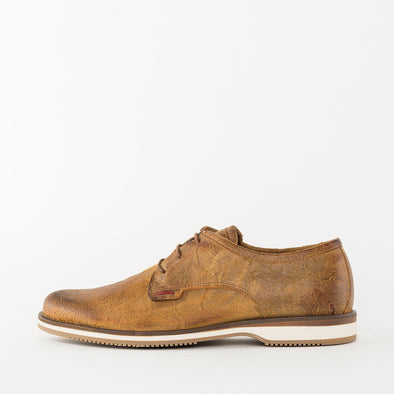 Relaxed derby shoes in tan burnished waxed leather with a white rubber sole