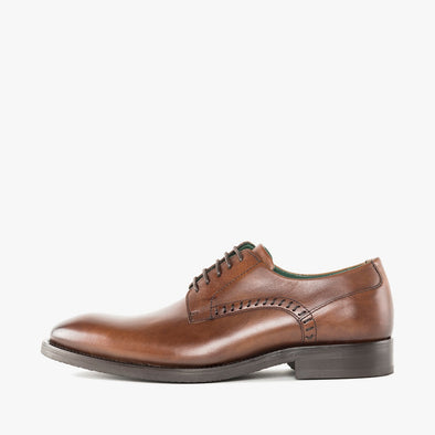 Formal derby shoes in polished brown leather, with simple side stitching details