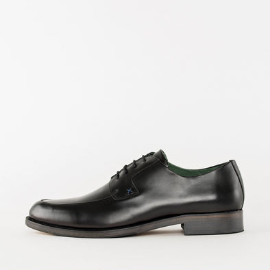Classic style minimalist derby shoes in black polished leather with a double-vamp detail