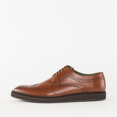 Vintage-inspired derby shoes in cognac brown leather with broguing details and wingtip medallion with black crepe sole