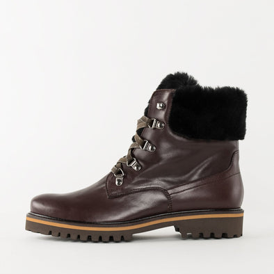 Ankle lace-up boots in umber brow nleather with black fur trimming and track sole