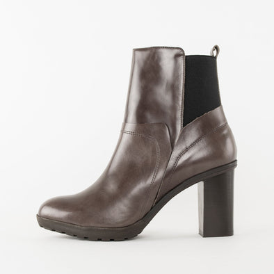 High-heeled chelsea boots in warm grey leather with a block heel