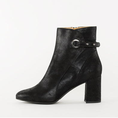 High-heeled ankle boots in black waxed suede with a block heel and an ankle strap