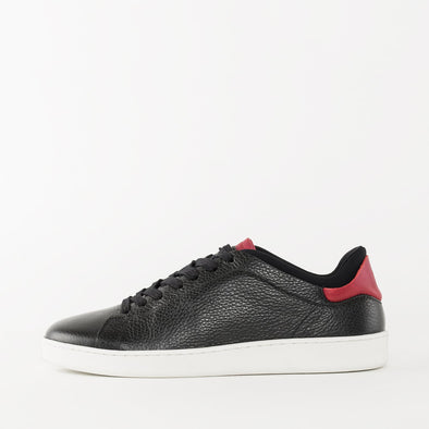 Low top minimalist lace-up sneakers in black full-grain leather with an insock and bordeaux pannels on the tongue and heel
