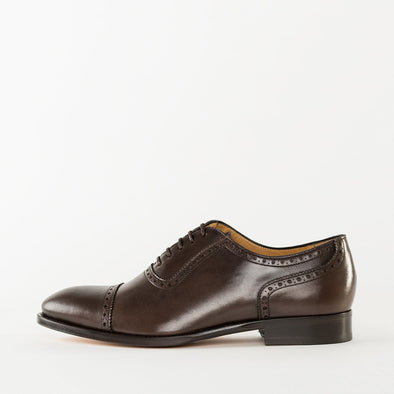 Oxford shoes in brown polished leather with cap-toe broguing