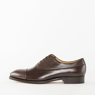 Oxford shoes in brown polished leather with cap-toe stitching