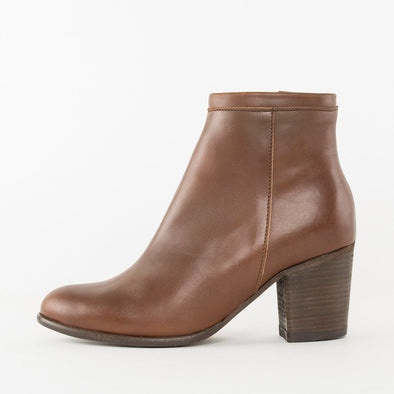 High-heeled ankle boots in brown leather with block heel
