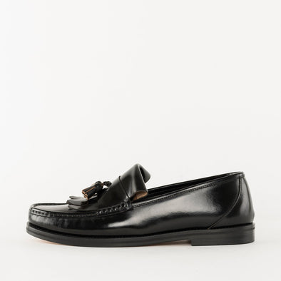 Double-vamp loafers in a classic style in black polished leather