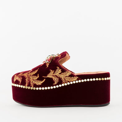 Mules in bordeaux velvet with golden embroidery, strass applique and high platfrom heel with golden tacks