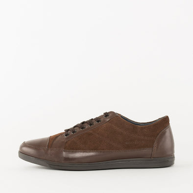 Low top lace-up sneakers in brown suede with leather panels