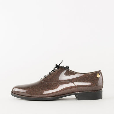 Oxford shoes in brown PVC with a subtle glittery gold glossy finish