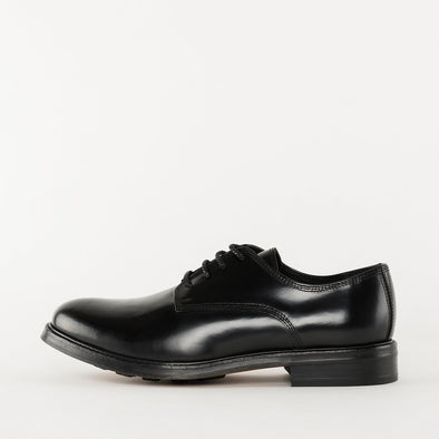 Minimalist derby shoes in black polished leather with chunky sole.