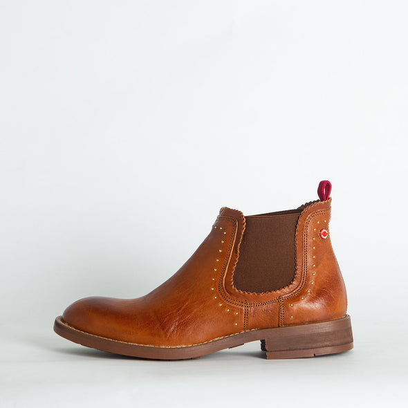 Flat ankle boots in brown leather.