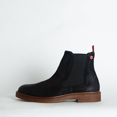 Minimalist waxed suede black chelsea boots.