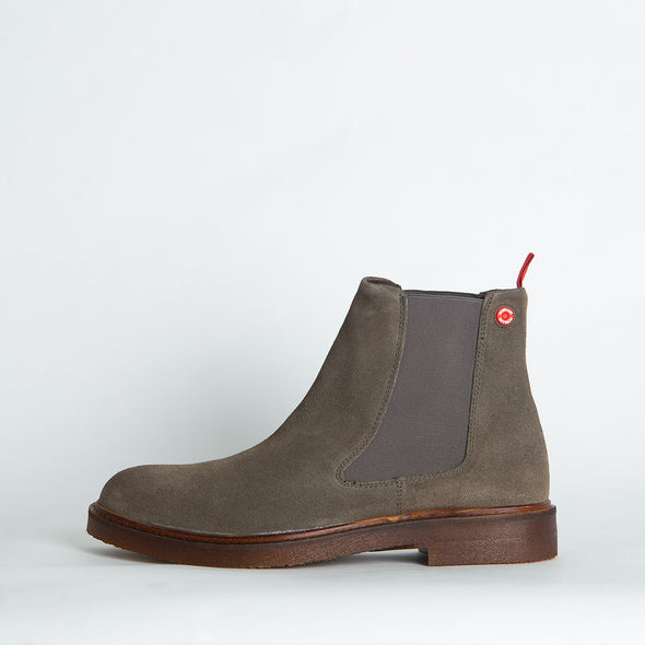 Minimalist waxed suede taupe chelsea boots.