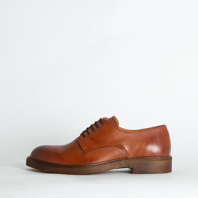 Derby shoes in brown leather.