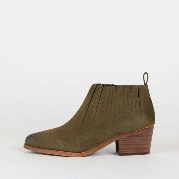 Minimalist heeled ankle boots in green suede.