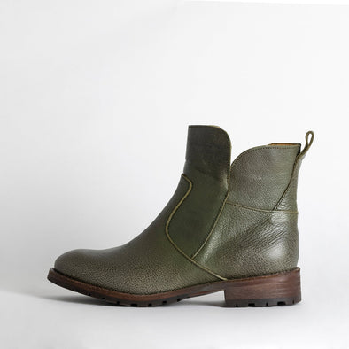 Flat ankle boots in green leather.