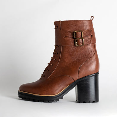 Chunky heeled lace up boots in brown leather.