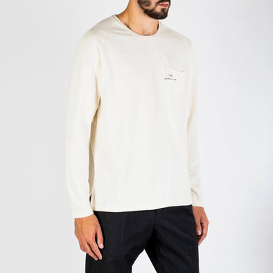 Comfortable longsleeve with a modern and simple design, fit for every season of the year.