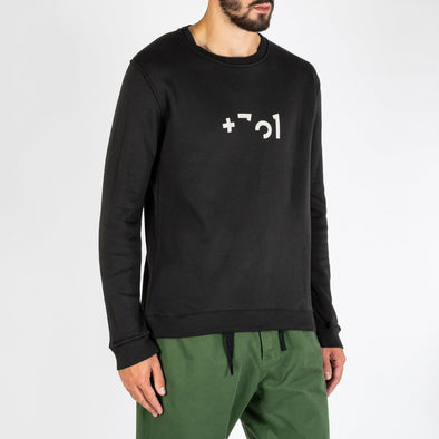 Comfortable and cozy sweatshirt with a modern and simple design, fit for every season of the year.