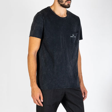 Men's black t-shirt with short sleeves, round neck and '+351 small pocket on the front.