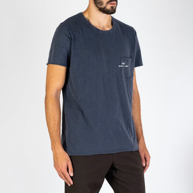 Men's blue t-shirt with short sleeves, round neck and '+351 small pocket on the front.