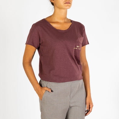 Women's bordeaux  t-shirt with short sleeves, round neck and '+351 small pocket on the front.
