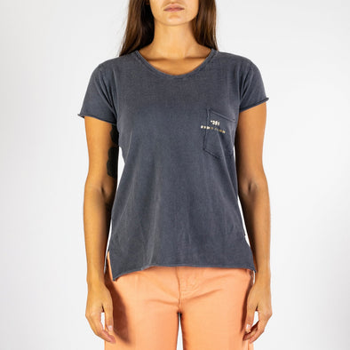 Women's blue t-shirt with short sleeves, round neck and '+351 small pocket on the front.