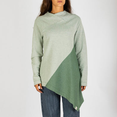 Double toned long sleeve knit.